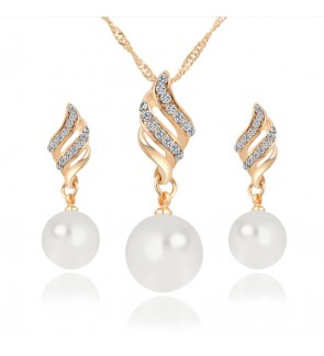 Rachelle & Co Pearl Necklace & Earring Set (Design 1)